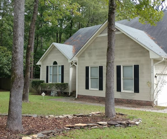 Home on the Cape Fear River & close to downtown.