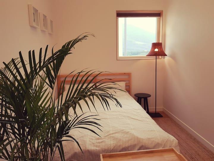 사랑해방 더블침대 + 2인소파 +개별욕실