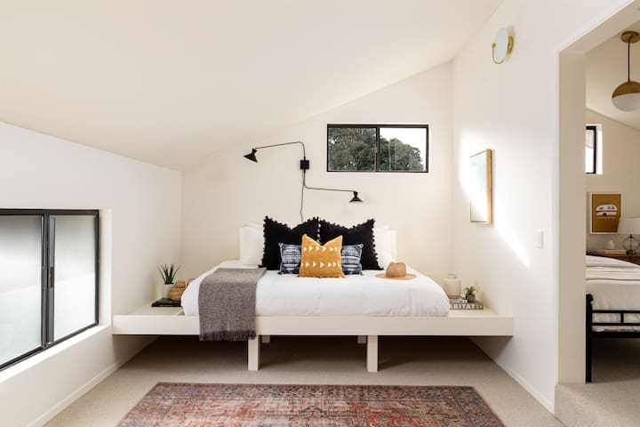 Our loft features a Queen sized Daybed with Casper mattress