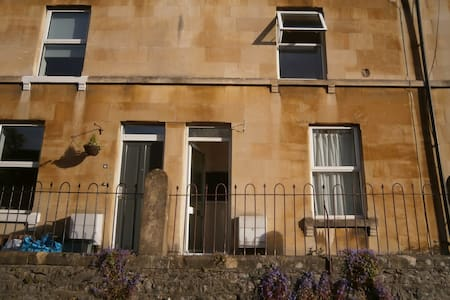 Cosy two bedroom terrace cottage. - Bath