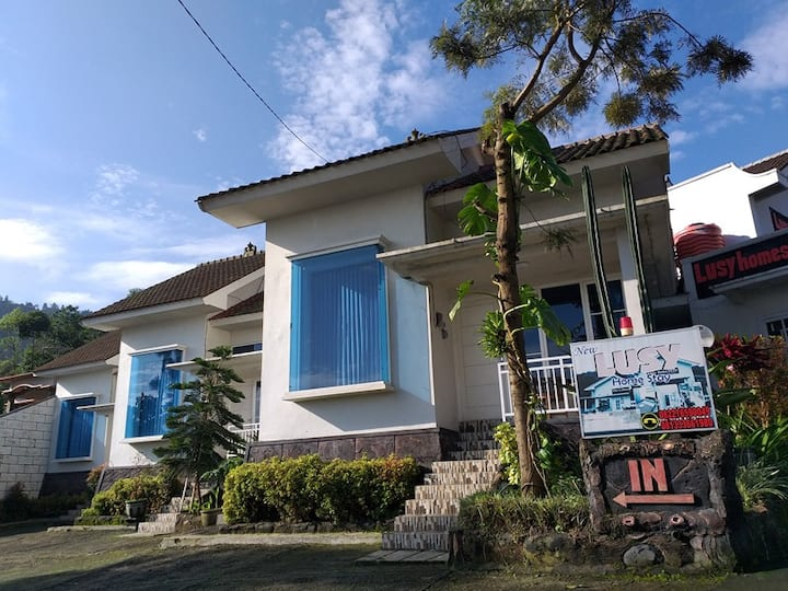 Lusy Homestay - Feel At Home