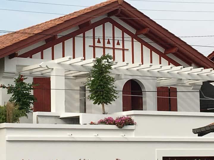 Logement 4 personnes dans maison avec grand jardin