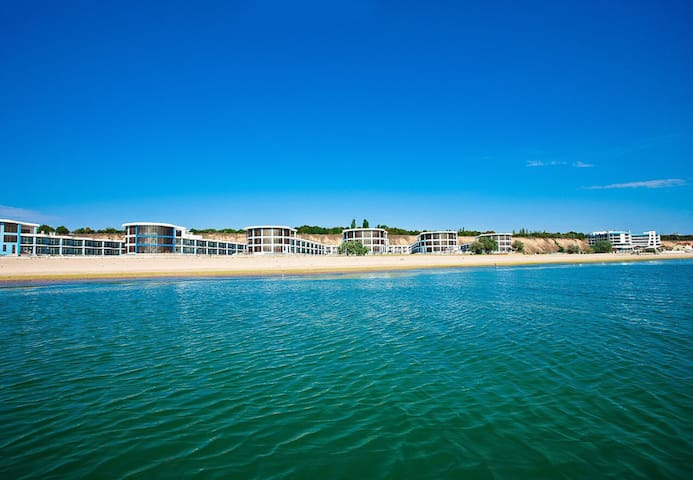 Двухуровневые апартаменты возле моря , 3 ком.ЛОФТ