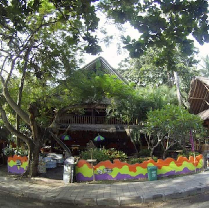 """""""TOPI INN"""" Cosy Hostel with bamboostyle"""
