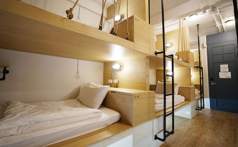 Private dorm for 12 pp. - Shared bathroom