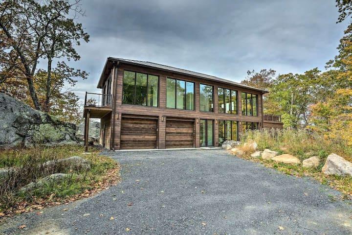 Modern Glass Home w/ Mountain Views - 5 STARS!!!
