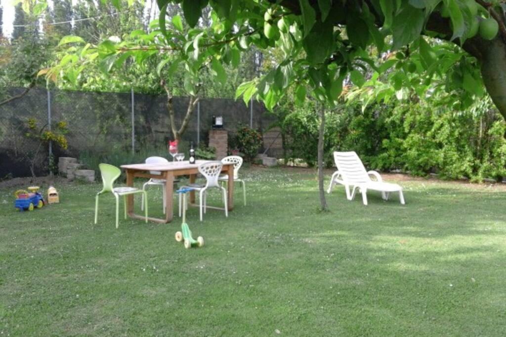 Rimini casa con giardino e park a 200mt dal mare for Giardino rimini