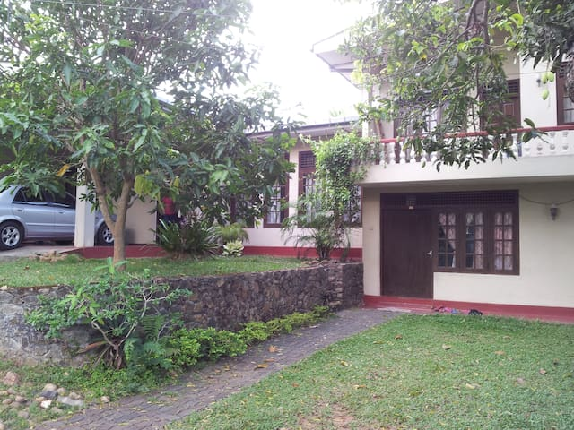 Galle Rest -Fully Furnished Bungalow and Rooms - Galle