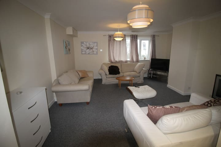 Twyn Two bedroom Apartment Retreat Cardiff