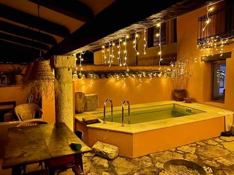 La Casa Vieja-habitación en casa rural con piscina
