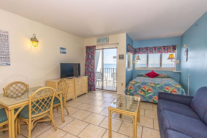 Direct Ocean Front Studio with Endless Views!  Palace Resort 302