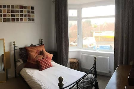 Homely Single Room - Bournemouth - 独立屋