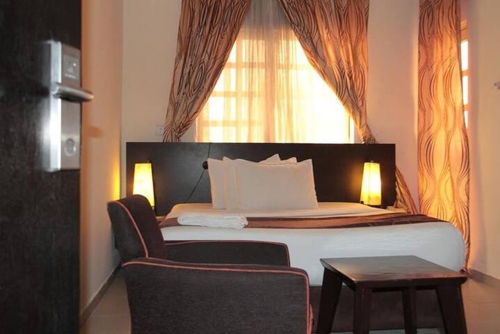 Lakeem Suites (Adebola) - Classic Room
