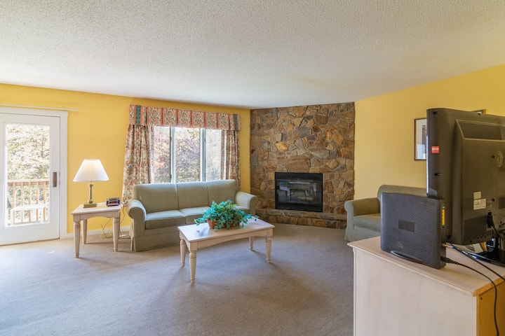 Cozy Retreat, Mountain Views, Resort Amenities Included at Massanutten's Eagle Trace