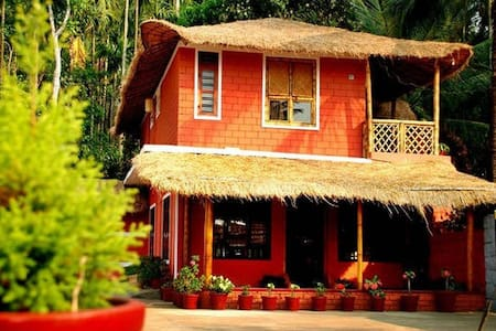 Bamboo Cottage ( 1 Dormitory+ 2 Double Bedrooms) - Panamaram