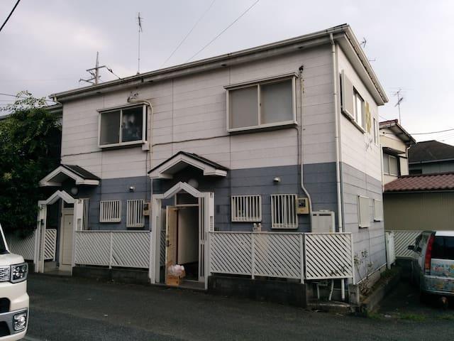 6人の値段、6人泊まれば一人あたり700円以下。都会の2階建てお家丸ごと貸出、家族グループで2LDK - Yokohama - House