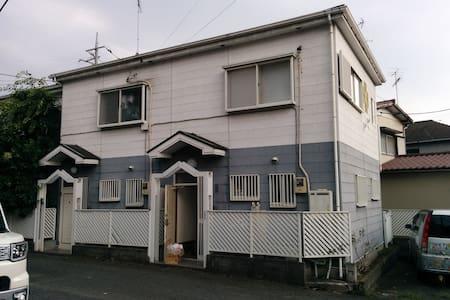 6人の値段、6人泊まれば一人あたり700円以下。都会の2階建てお家丸ごと貸出、家族グループで2LDK - Yokohama