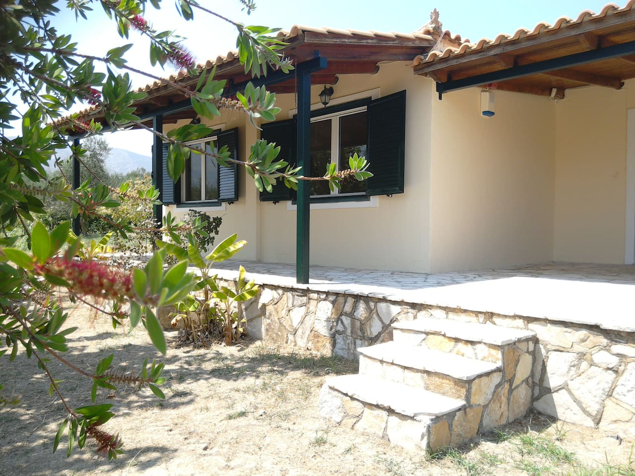 """This is """"frangescas house"""" the second house of our farm. Surrounded by olive trees and vineyards. An excellent and quiet house."""