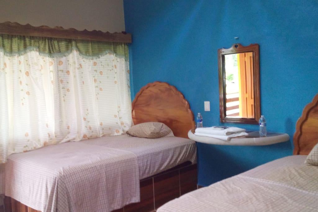 Nuestras habitaciones cuentan con todo lo necesario para tu descanso.