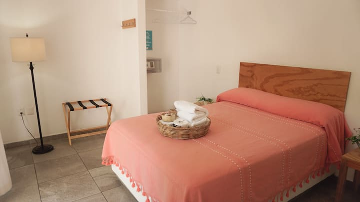 Double bed at Amorcito ♡ , A/C, pool, kitchen