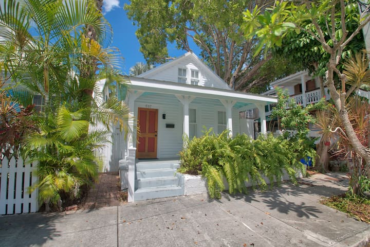 Caya Hueso Cottage:  Key West architecture with a modern feel