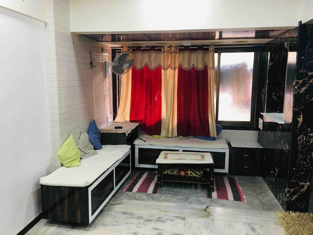 Well maintained studio apt in residential complex.