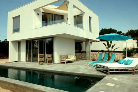Casa Flora is a newly built house with sea views! - Cala Llombards