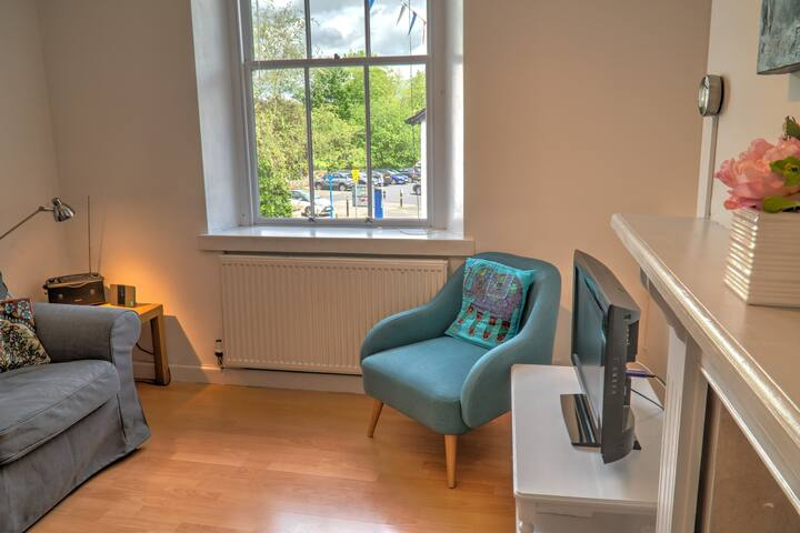 No 1, Yard 18 - Town-centre apartment, free parking.