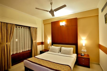 Paray- King size Bed room, Ac, Tv