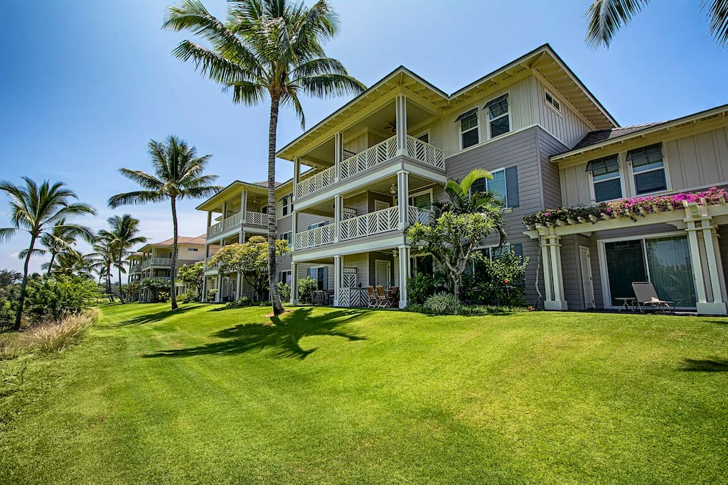 Fairway Villas - Lush, tropical grounds with stunning Hawaiian Plantation buildings that are extremely well kept. Lush grounds are a birders paradise!