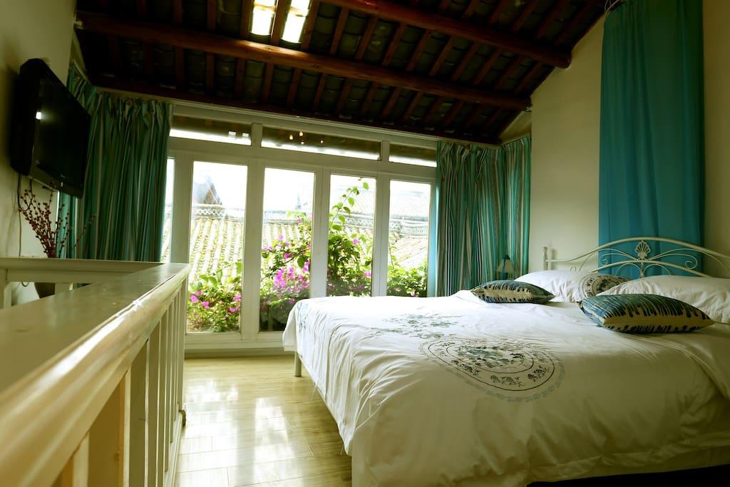 地中海复式大床房二楼卧室