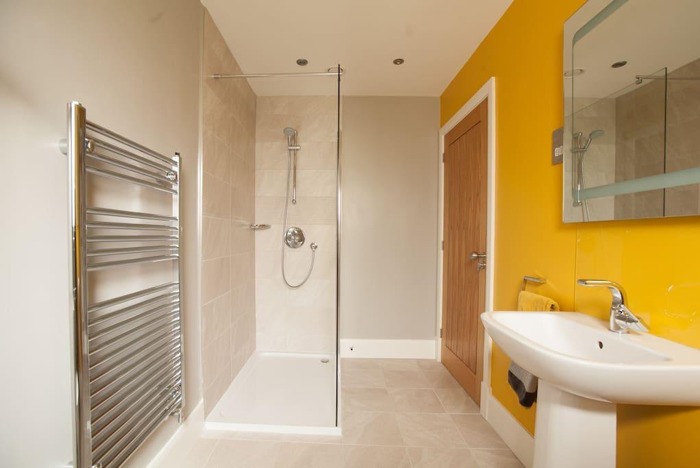 En-suite for double-bedded bedroom