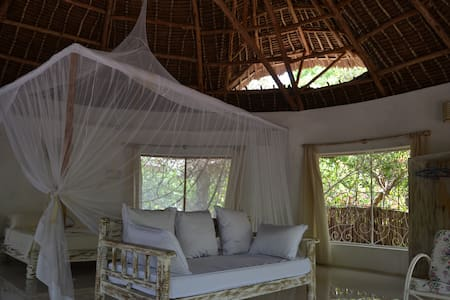 Charming Banda on Beachfront Bling - Watamu - Bungalow