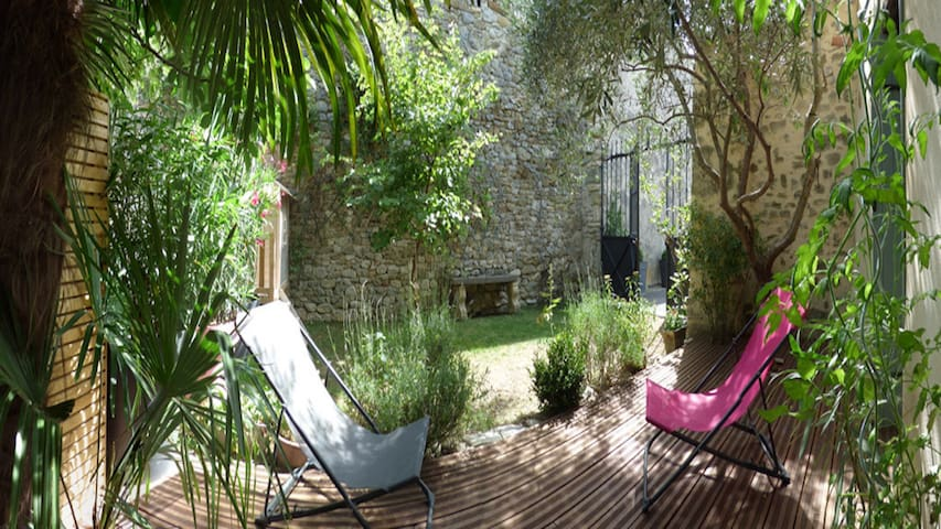BEAUTIFUL COTTAGE ALL INCLUDE IN DRÔME PROVENÇALE - Grignan - Arazi Evi
