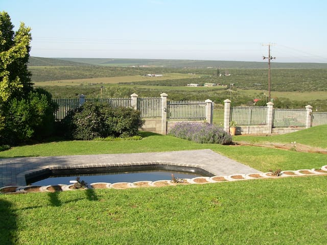 Bushbuck room @ The Hexagon Guesthouse - Uitenhage - Guesthouse