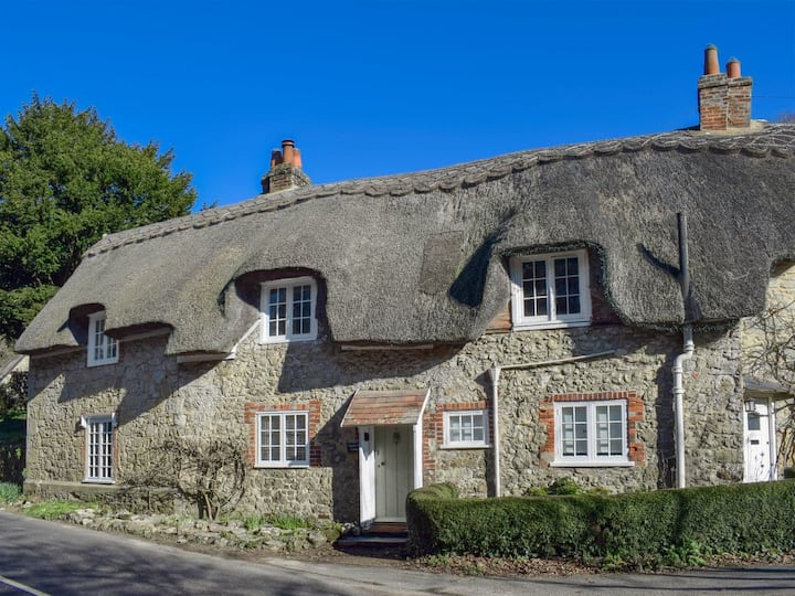 Isle of Wight thatched cottage