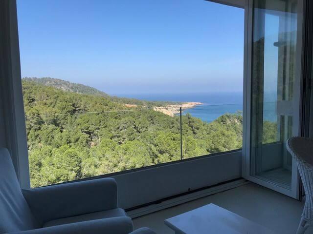 WHITE  Modern apartment in Ibiza w/seaview