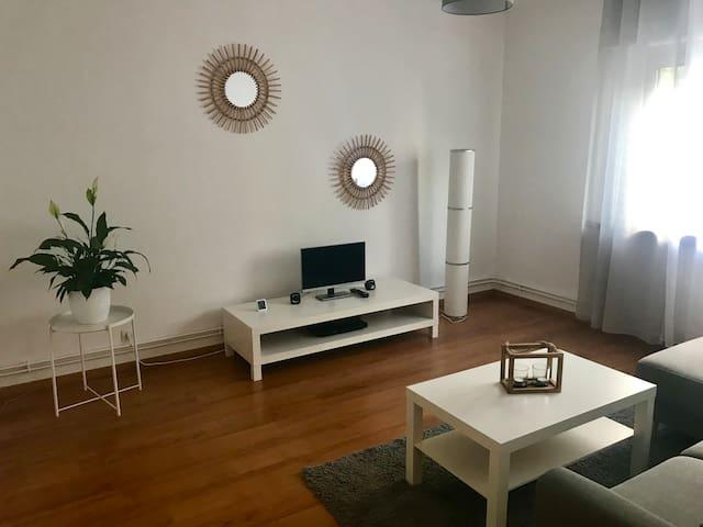 Bel appartement avec balcon - proche centre ville