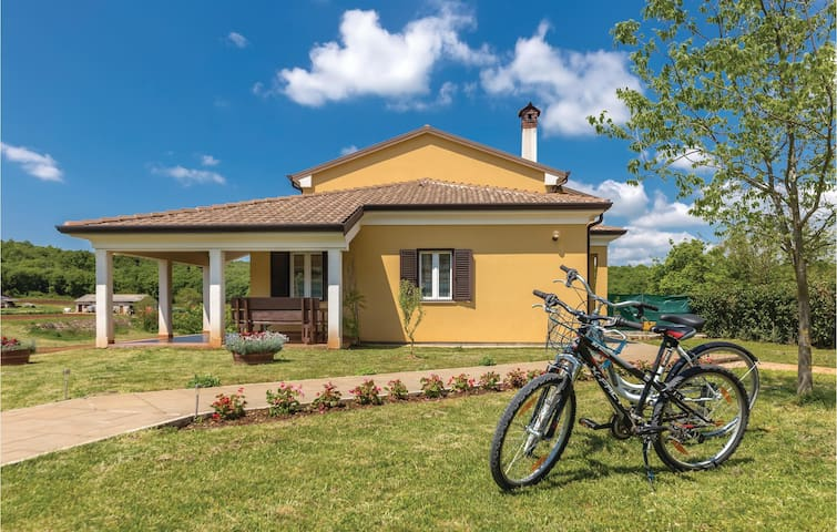 Holiday cottage with 3 bedrooms on 122m² in Putini