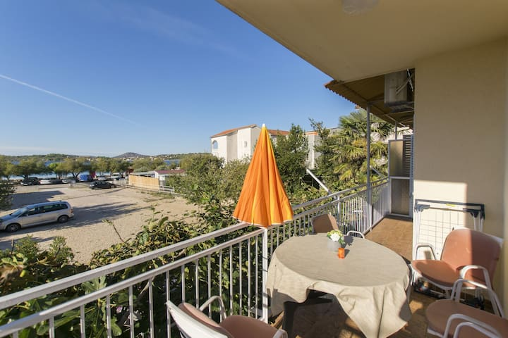 Two Bedroom Apartment, 70m from city center, seaside in Srima (Vodice), Terrace