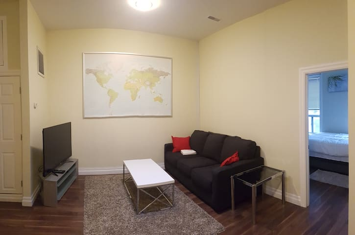 Comfy 2 Bedroom Apartment Downtown Toronto Queen W