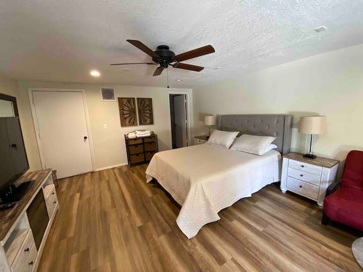 ★Cute Private Guest Suite in the Pines / Sleeps 4★