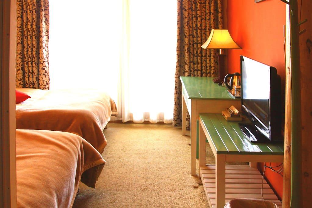 草景双床房,拉开窗帘就是草原风景