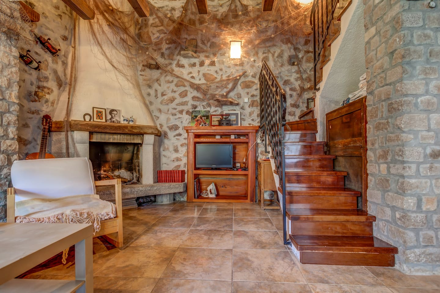 Duplex Studio is built in ambient traditional style, using wood and stone as main building material. Details, such as fireplace and fishermen's net, make you wander into some other time.