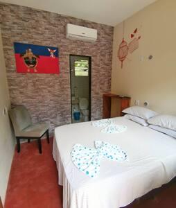 Suite: AC; Bano/Banheiro/ Bathroom privado
