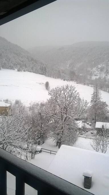 Vu du balcon avec la neige
