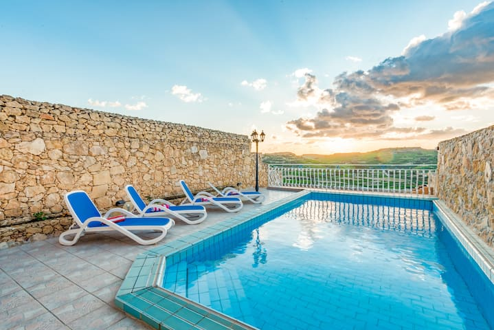 Pool area with valley/ sea & Citadelle views