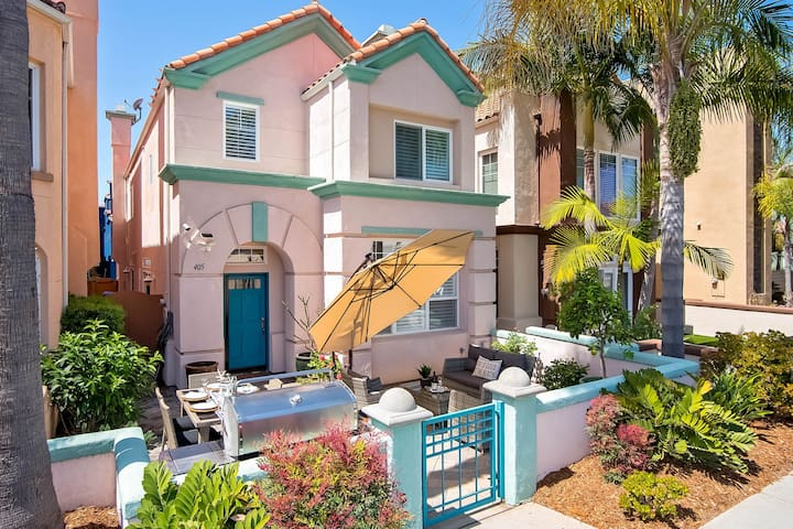 Stylish home with rooftop patio w/sunset views! 3 blocks to beach