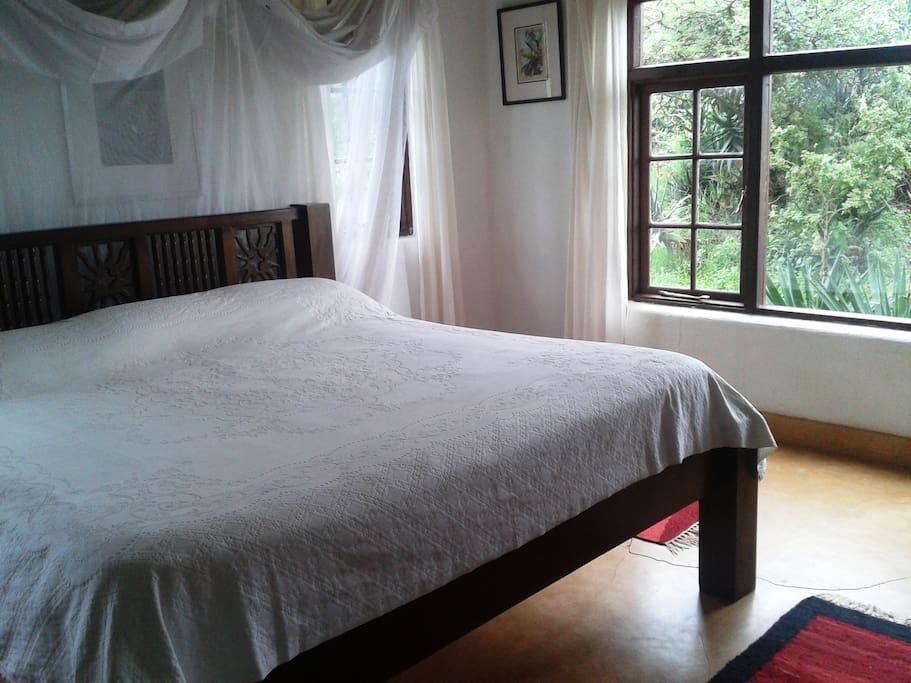 Downstairs bedroom ensuite.