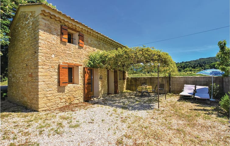 Holiday cottage with 2 bedrooms on 84m² in Le Barroux